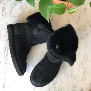 UGG Black Bailey Button Fur Lined Short Boots Sz 7